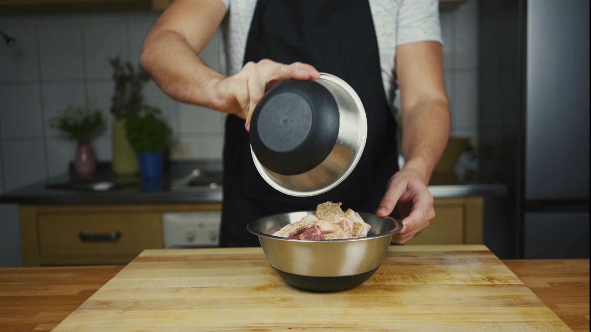 Leberkäse selber machen - Fleisch mit Gewürzen