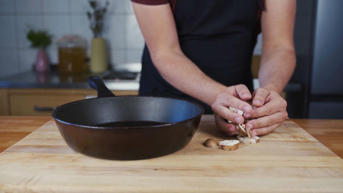 Veganer Pilz Walnuss Aufstrich - Pilze in der Pfanne