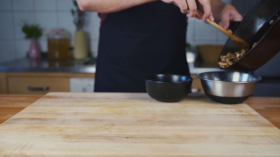 Veganer Pilz Walnuss Aufstrich - Zutaten abkühlen