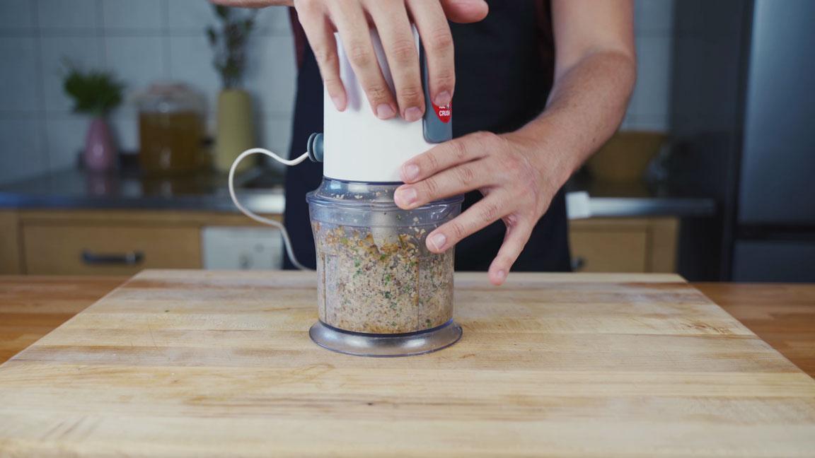 Veganer Pilz Walnuss Aufstrich - Zutaten mixen