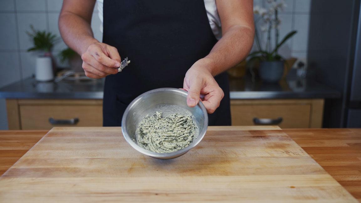Butter selber machen - Algen mit Butter vermengen