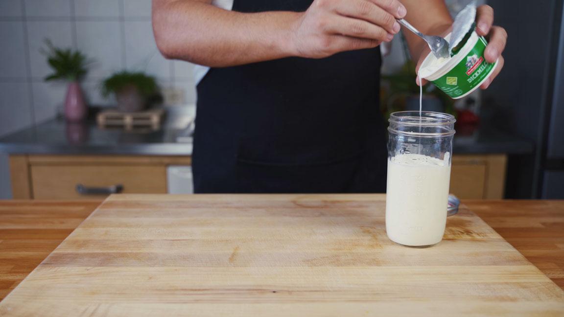 Butter selber machen - Sahne ins Gefäß