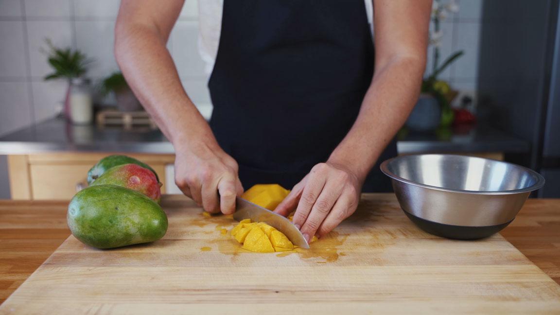 Mango Chutney - Mango schneiden