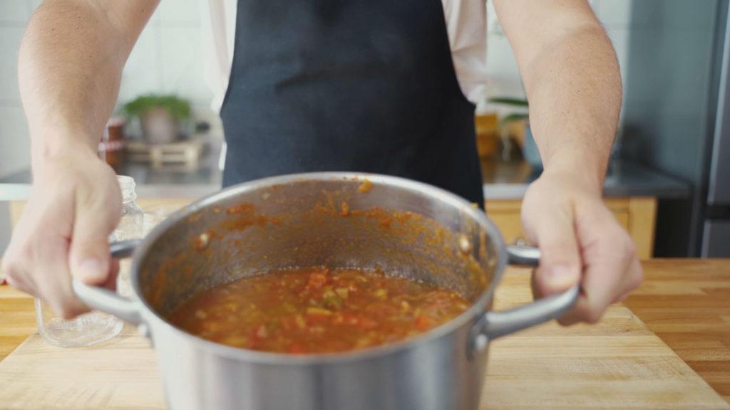 Tomaten Chutney - köcheln