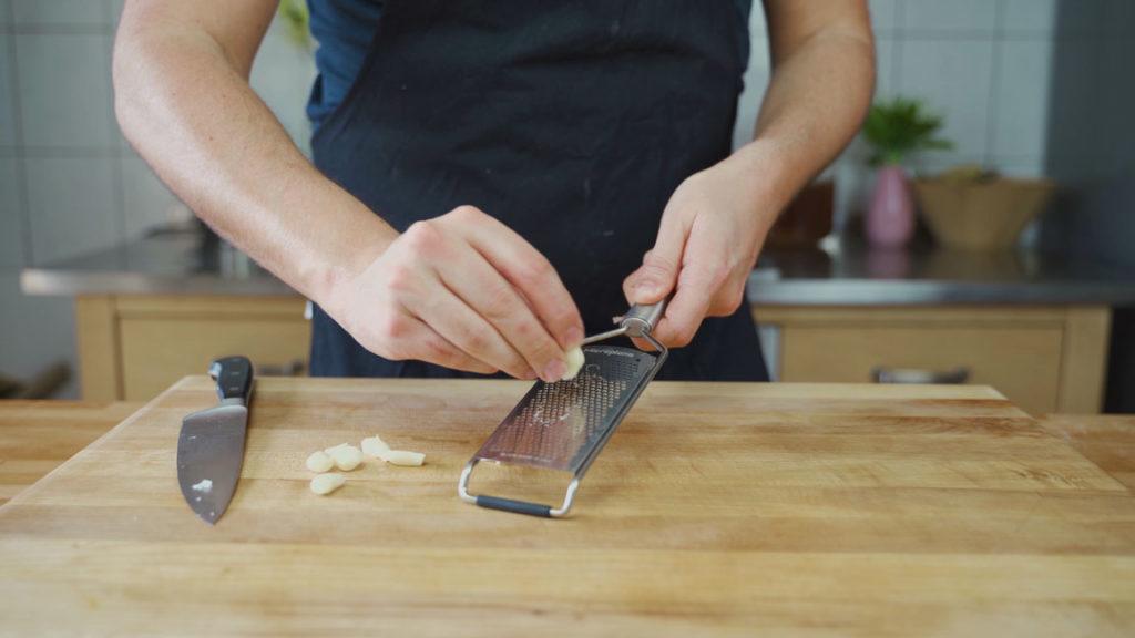 Salsiccia selber machen - Knoblauchpaste