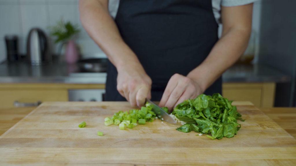 Spinat Feta Aufstrich - schneiden