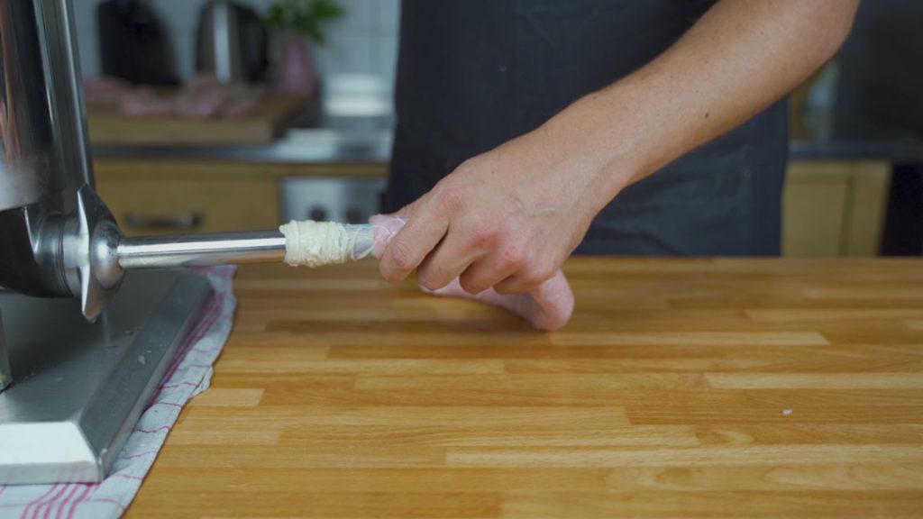 Schlesische Weißwurst-abfüllen