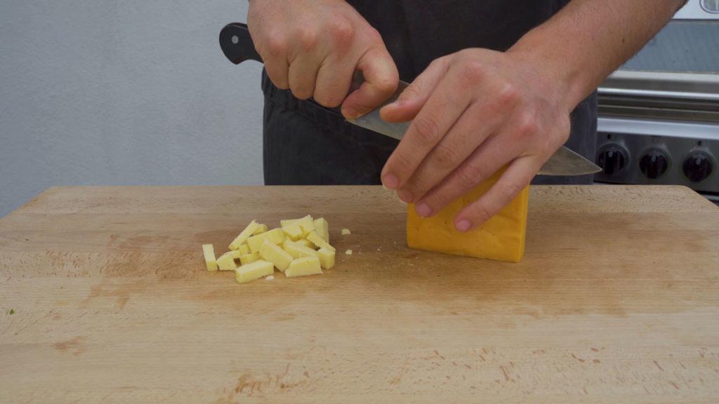 Jalapeno-Käsebratwurst-Würfeln