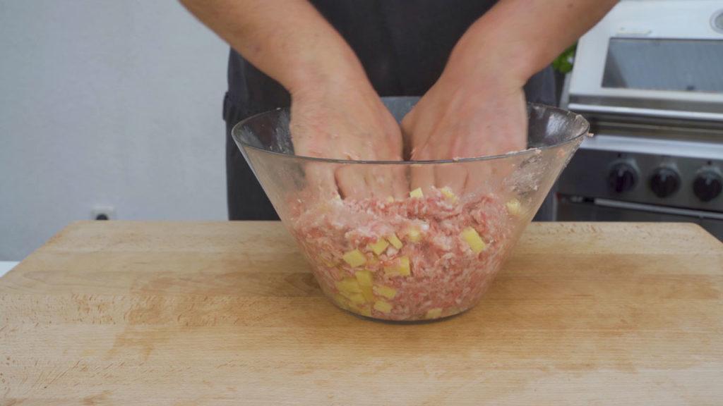Käsebratwurst-vermengen